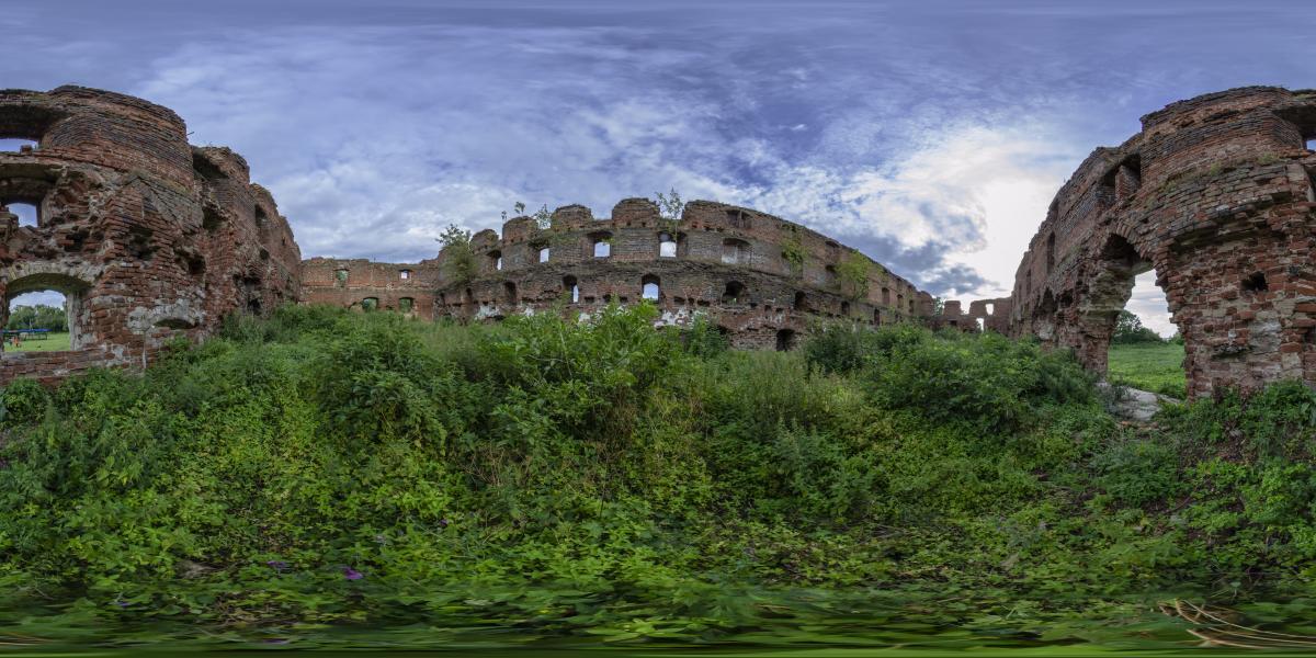 Руины замка Брандербург - Внутри одной из стен замка
