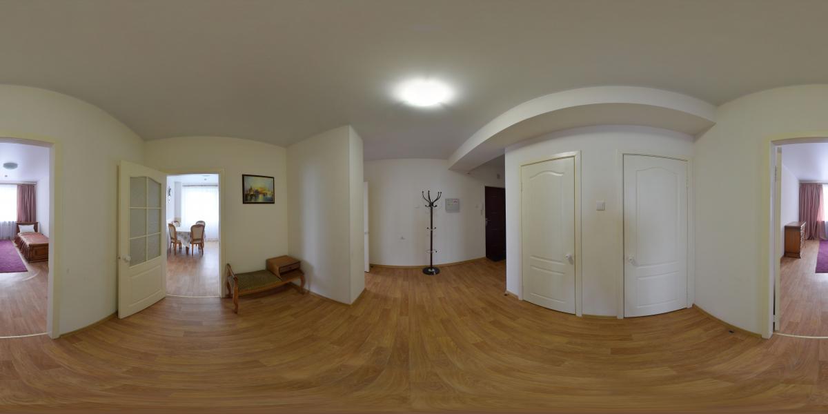 Трёхкомнатная квартира в аренду - Коридор