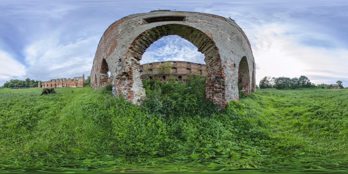 Руины замка Брандербург - У руинированной стены замка