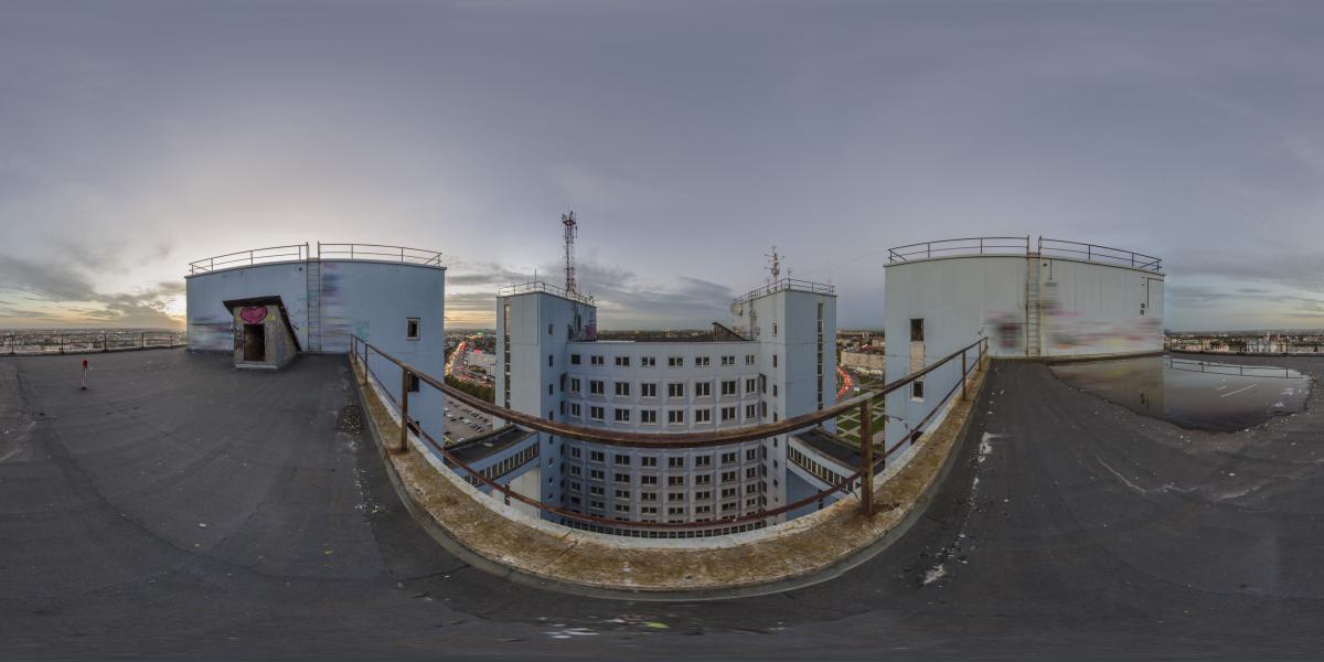 Дом советов - Крыша, вид между башнями