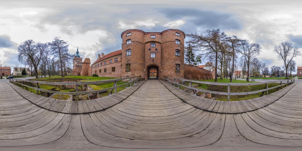 Замок Фромборк | Польша - Мост перед воротами в замок